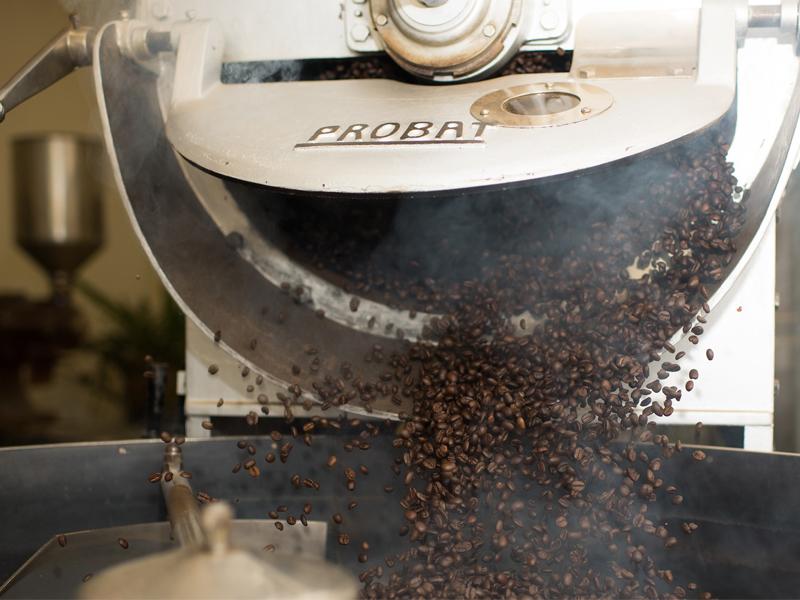 การคั่วเมล็ดกาแฟจำนวนมาก